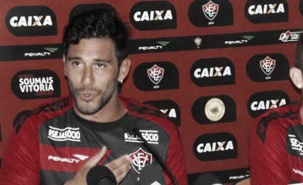 Sem espaço no time titular, Jonathan Ferrari rescinde com o Vitória