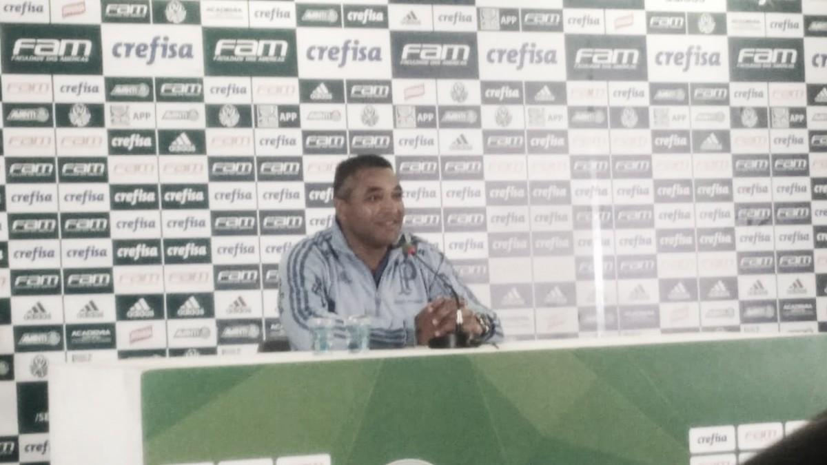 """Roger se diz orgulhoso com vitória do Palmeiras nos acréscimos: """"Produzimos para vencer"""""""
