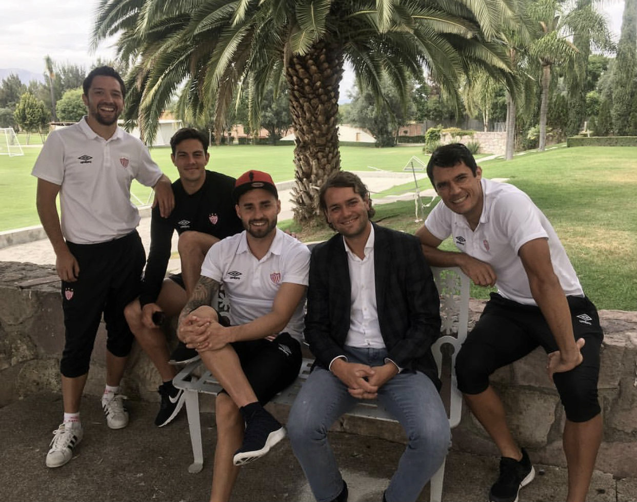 Chilenos en Necaxa, la relación con AIM Futbol