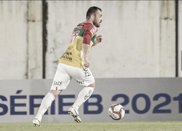 Juliano destaca intensidade nas atividades do Brusque para manter bom desempenho na Série B