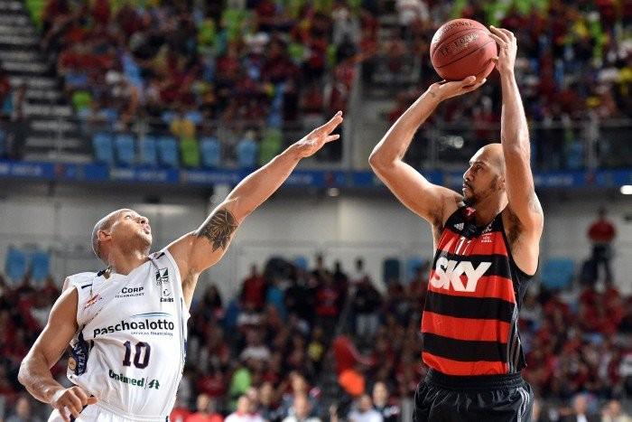 Flamengo massacra Bauru, vence jogo 5 e é pentacampeão do NBB