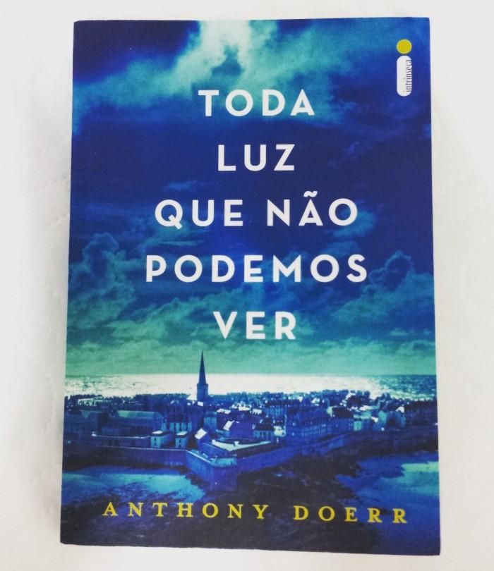 """Resenha """"Toda luz que não podemos ver"""" de Anthony Doerr"""