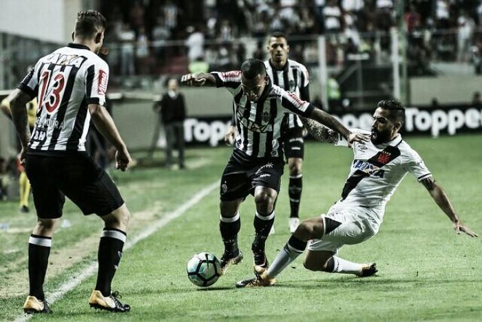 Com dois de Paulinho, Vasco bate Atlético-MG no Independência