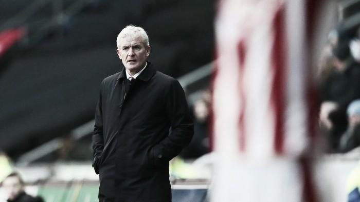Stoke City despide a Mark Hughes