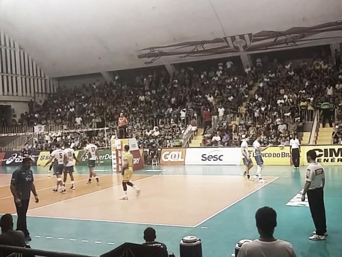 No tie-break, Sesc RJ derrota Sada Cruzeiro e se mantém na ponta da Superliga Masculina