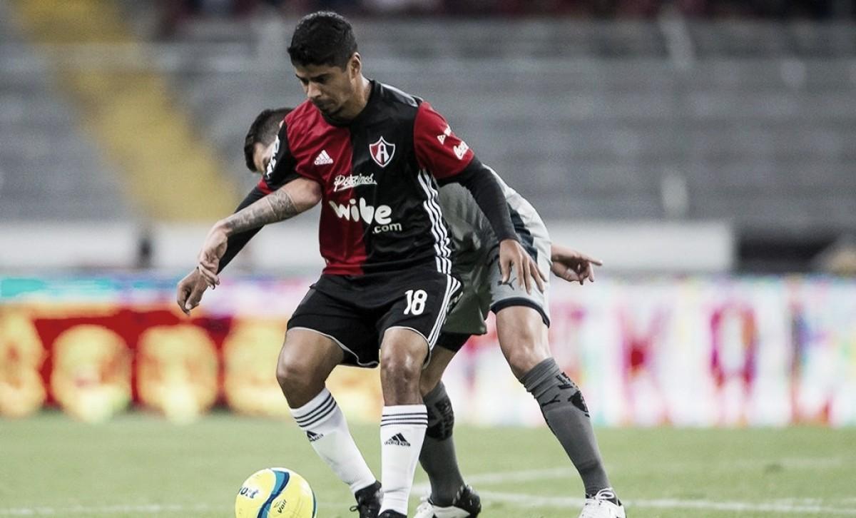 Con polémica arbitral, Rayados vence a Atlas en casa
