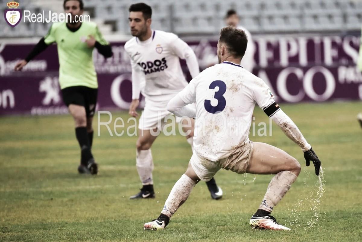 El Real Jaén sigue en declive tras empatar con el Vélez