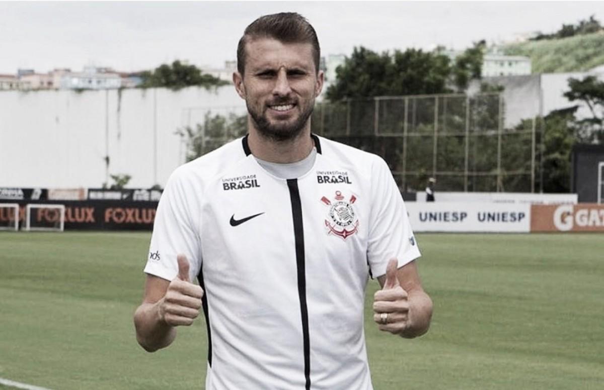 Titular absoluto, zagueiro Henrique estende contrato com Corinthians até 2020
