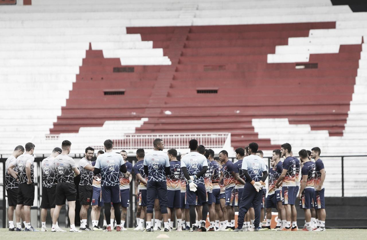 Valentim mantém Fabrício, Bruno Ritter e esquema com três volantes no Vasco diante do Sport