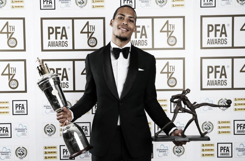 Van Dijk vence prêmio de futebolista do ano na Inglaterra