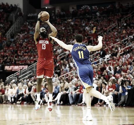 NBA: Rockets ganó en el suplementario y respira