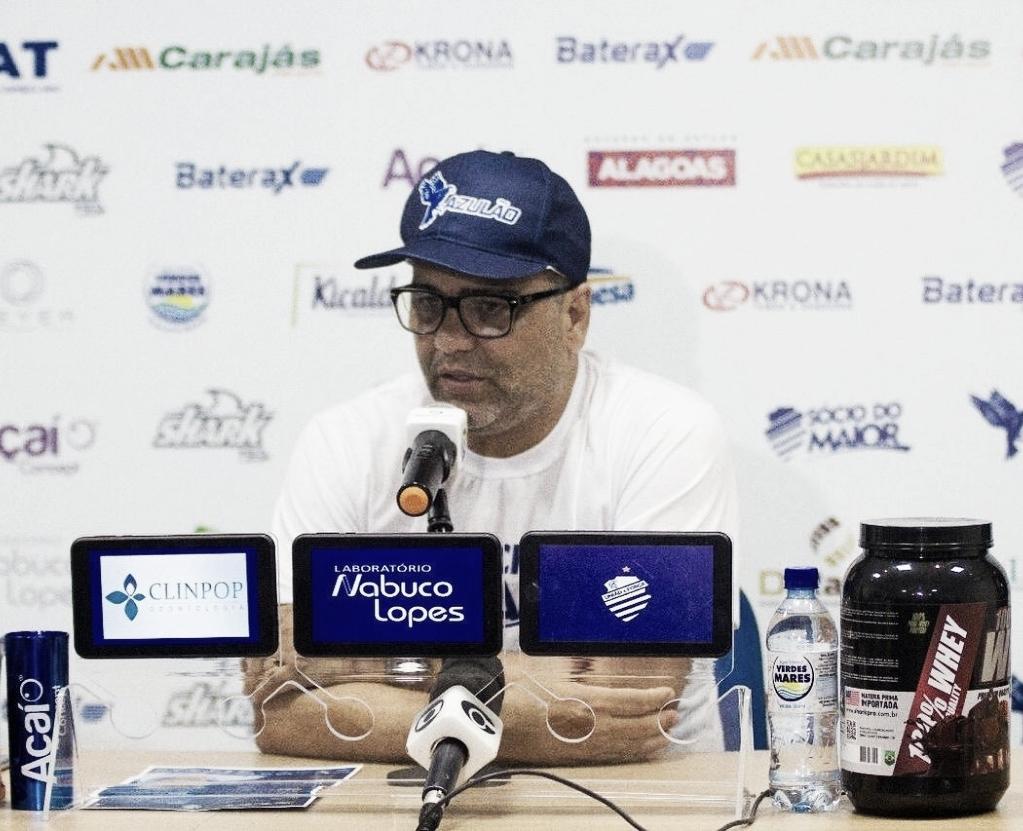Marcelo Cabo evita falar sobre lance polêmico e exalta Éverton Ribeiro: ''Decidiu o jogo''