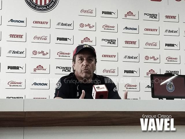 Tomás Boy contento por la llegada de Oribe Peralta