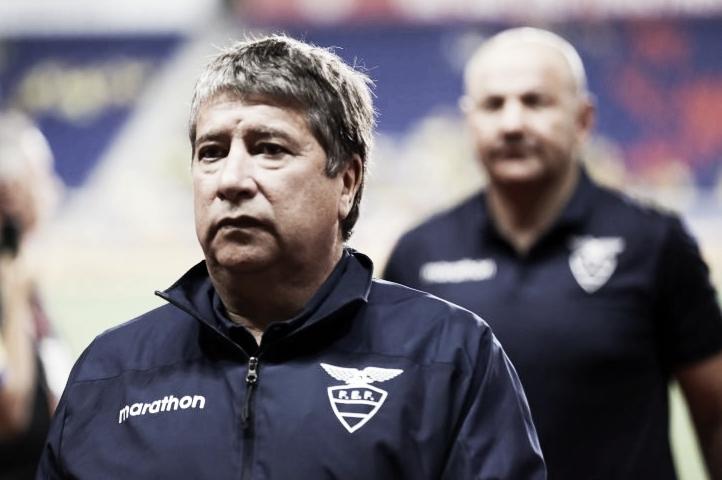 """Mesmo com Equador eliminado, Hernán Gómez desabafa: """"Não sou desses que entregam o cargo"""""""