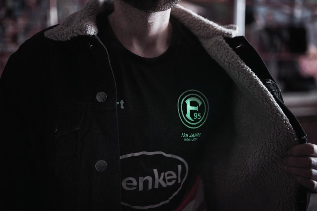 Com escudo que brilha no escuro, Fortuna Düsseldorf lança uniforme para 2019-20