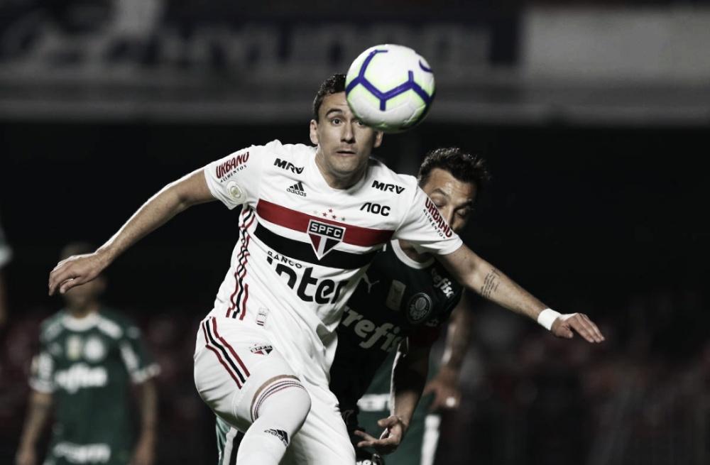 Em clássico disputado no Morumbi, São Paulo e Palmeiras empatam após falha de Volpi