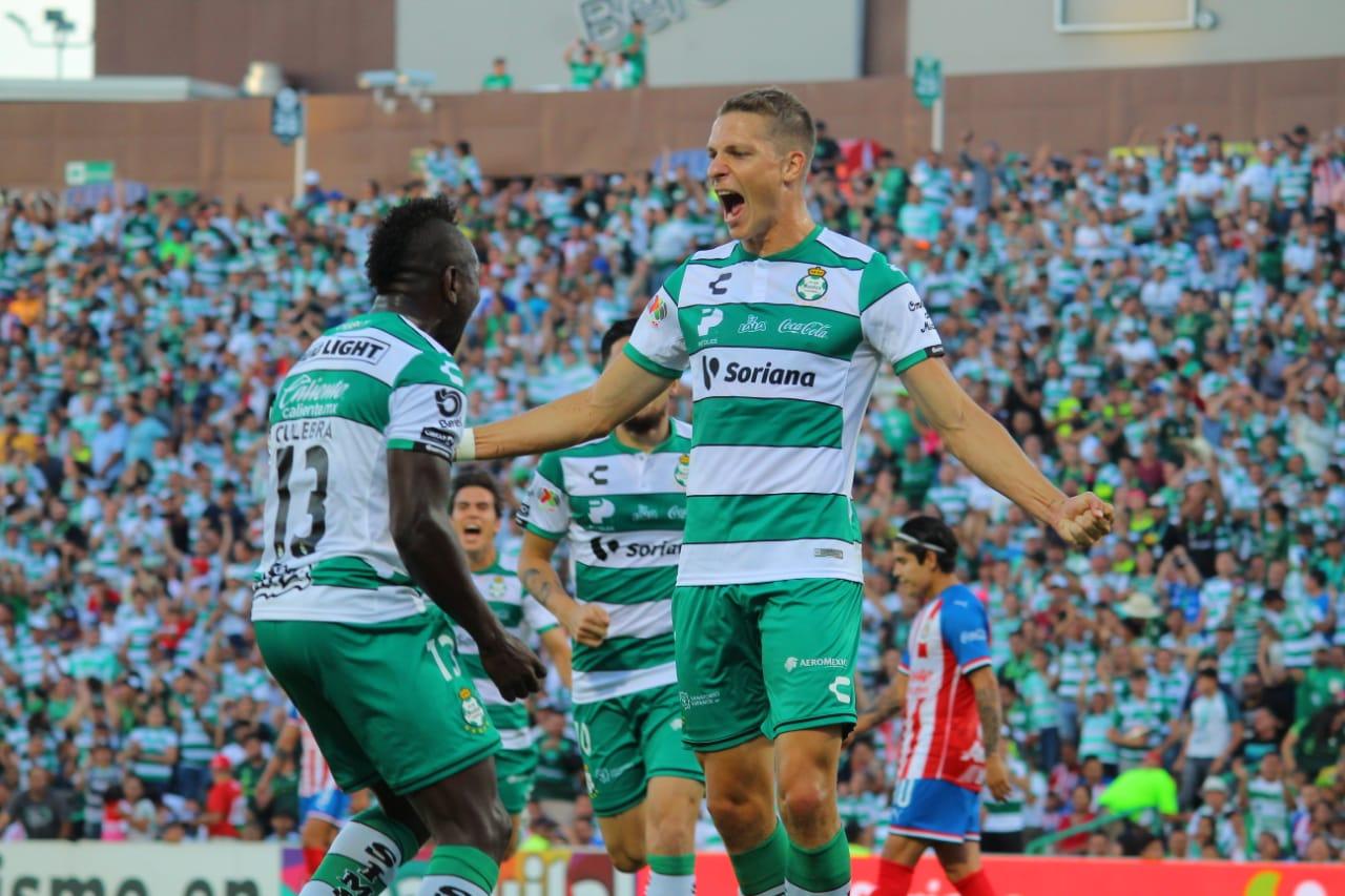 Santos también goleó a Chivas