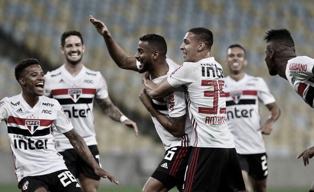 São Paulo marca no fim, sobe na tabela e deixa Fluminense no Z-4