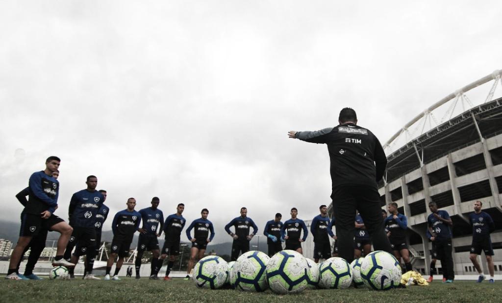 Botafogo tem desfalques para receber Chapecoense com escalação repetida no Rio