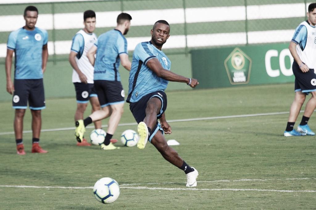 """De volta após lesão, Gilberto Júnior traça meta para o Goiás: """"Parte de cima da tabela"""""""