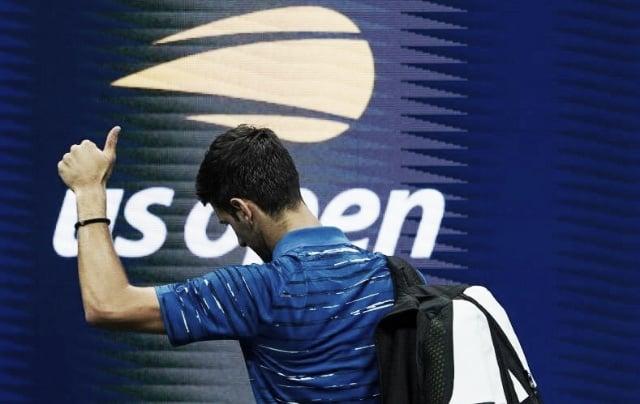 Novak Djokovic se retiró cuando perdía 2-0 en sets frente a Stan Wawrinka