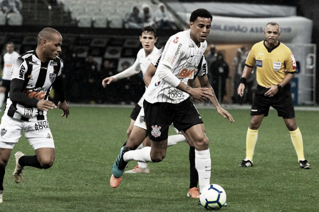 Protagonistas do gol, Gustavo e Mateus Vital analisam triunfo do Corinthians