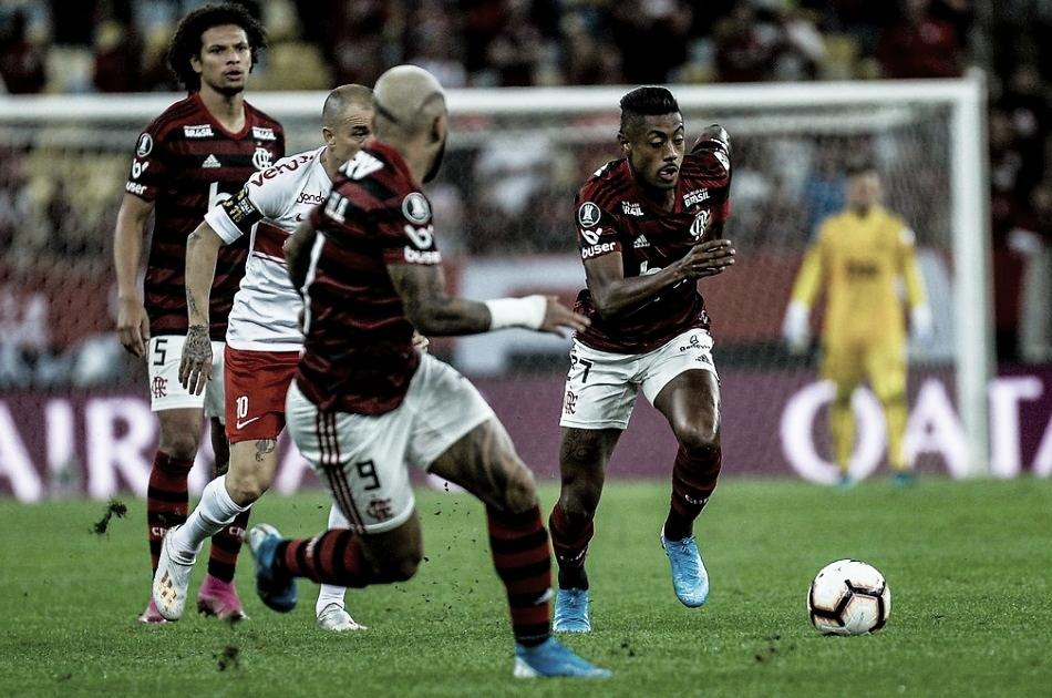 Conmebol multa Flamengo por usar escudo errado e colocar poucos gandulas contra o Inter