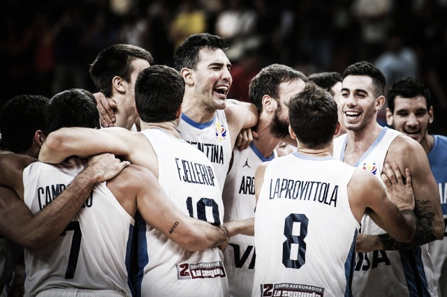 Argentina tumbó a Serbia en un partidazo y está en semifinales