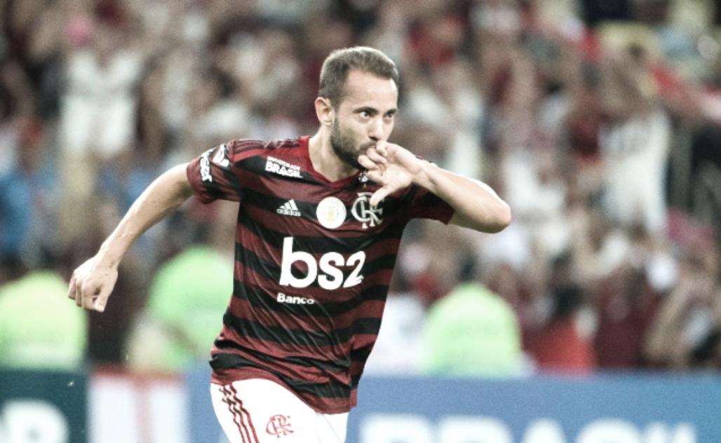 """Feliz no Flamengo, Everton Ribeiro revela desejo de estender contrato: """"Quero ficar"""""""