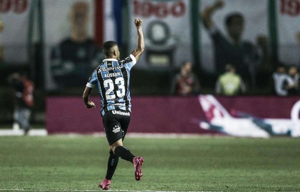 Alisson pede 'um pouco mais de respeito' ao Grêmio na decisão contra o Flamengo