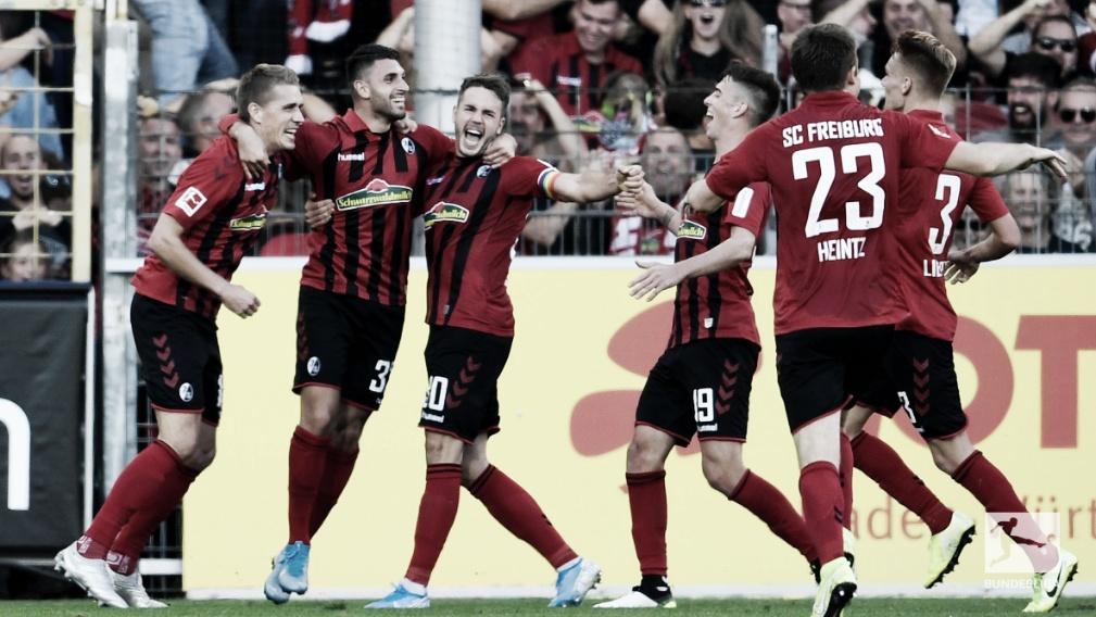 Freiburg derrota Leipzig e segue na cola do líder