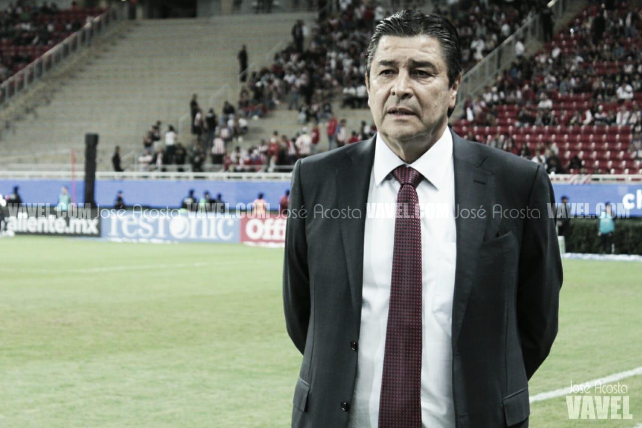 Luis Fernando Tena mantiene la esperanza de calificar con Chivas