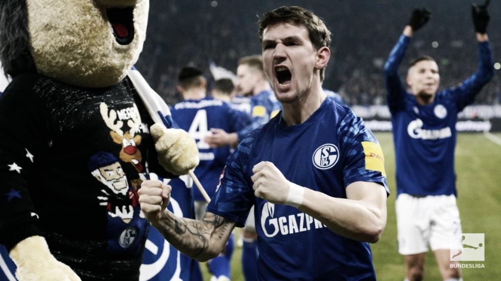 Schalke sofre, mas derrota Union Berlin e se iguala ao líder M'gladbach