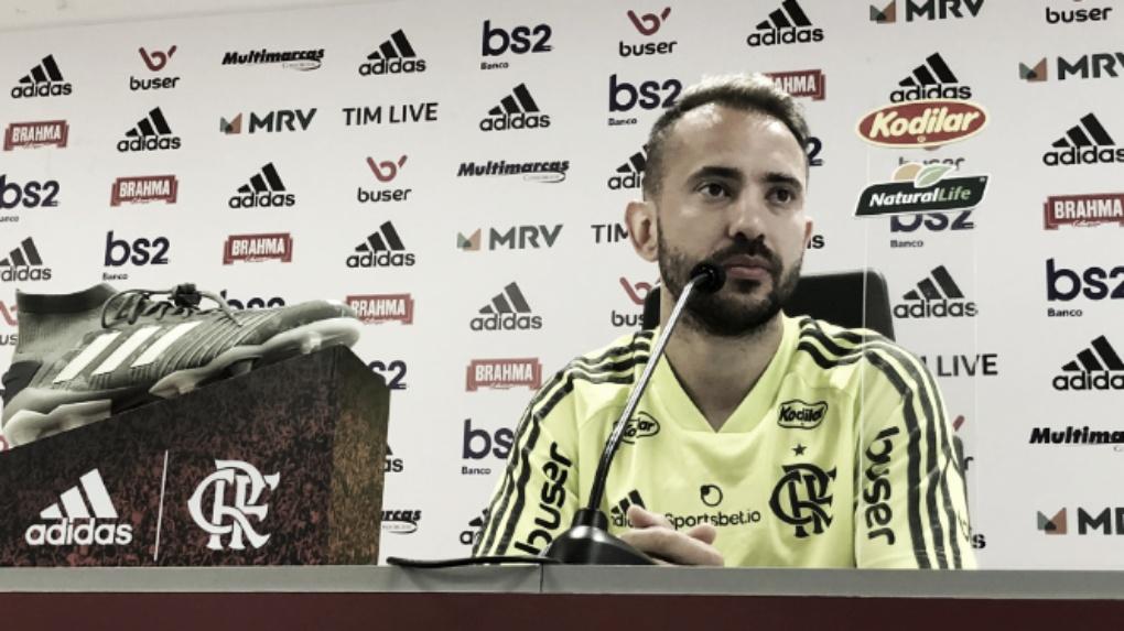 """Everton Ribeiro: """"Treino muito forte, como há um bom tempo não fazíamos"""""""