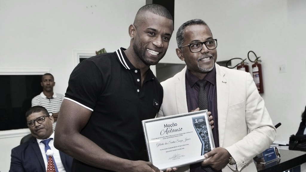 Gilberto Jr. é premiado com Moção de Aplausos em sua cidade natal por atuação na Série A