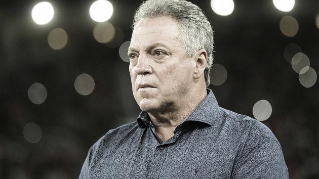 """Abel Braga se diz orgulhoso da equipe e evita usar a expressão """"foi lindo"""" na coletiva"""