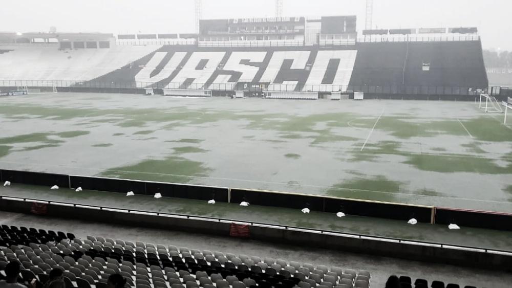 Devido à forte chuva, falta energia no São Januário pouco antes de Vasco x O. Petrolero