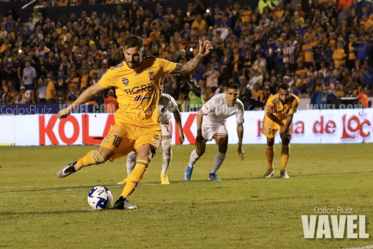 Doblete de Gignac y Tigres triunfa ante Chivas