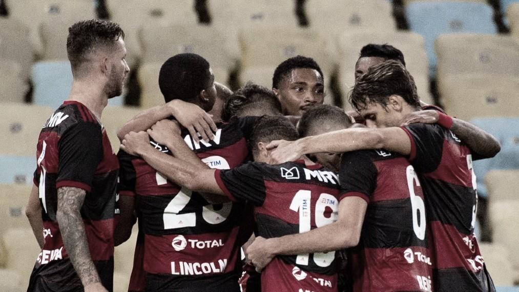 No sufoco, Flamengo derrota Portuguesa de virada com gols na reta final