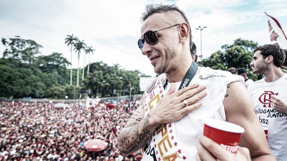 Rafinha e Flamengo já negociam extensão de contrato