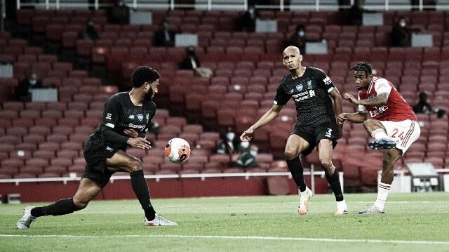 Arsenal aproveita chances e conquista virada contra campeão Liverpool