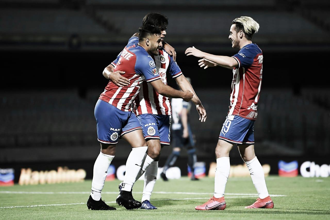 En feria de goles, Chivas vence al América en semifinales de Copa por México