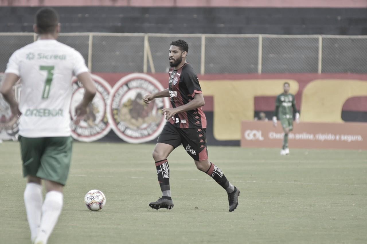 Bruno Pivetti celebra triunfo do Vitória e ascensão na tabela da Série B
