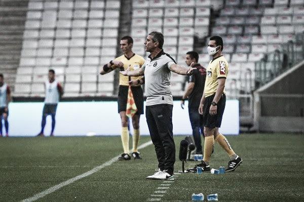 Jorginho lamenta gol sofrido no primeiro tempo e falta de criatividade do Coritiba no clássico