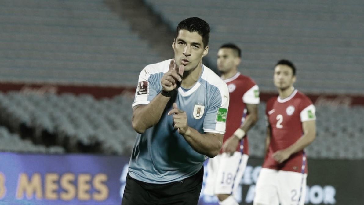 Uruguai marca no fim e supera Chile na primeira rodada das Eliminatórias da Copa