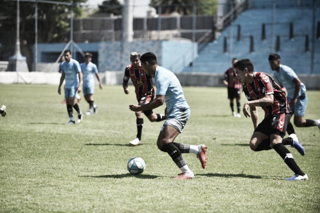 Matías Sosa y la atenta mirada hacia la pelota. Foto: Prensa Temperley