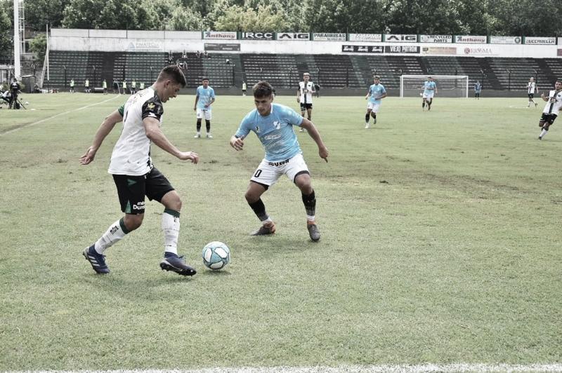Franco Sosa y la mirada atenta en la pelota. Foto: Prensa Temperley.<div><br></div>