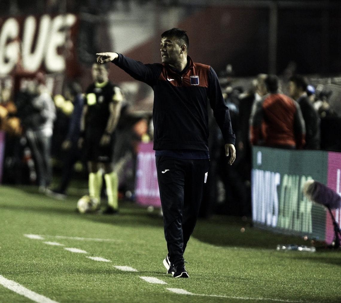 Chimi dirigiendo en Avellaneda su único partido oficial como DT (Foto: Prensa Tigre).