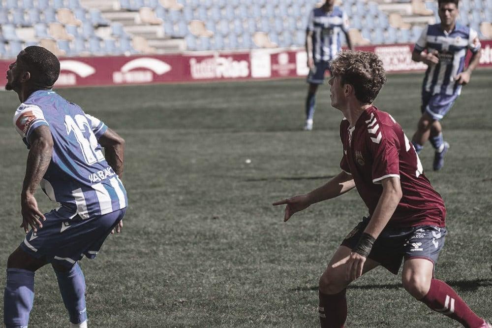 Iñaki junto a Beauvue en el partido de pretemporada en Pasarón / Fuente: Pontevedra CF