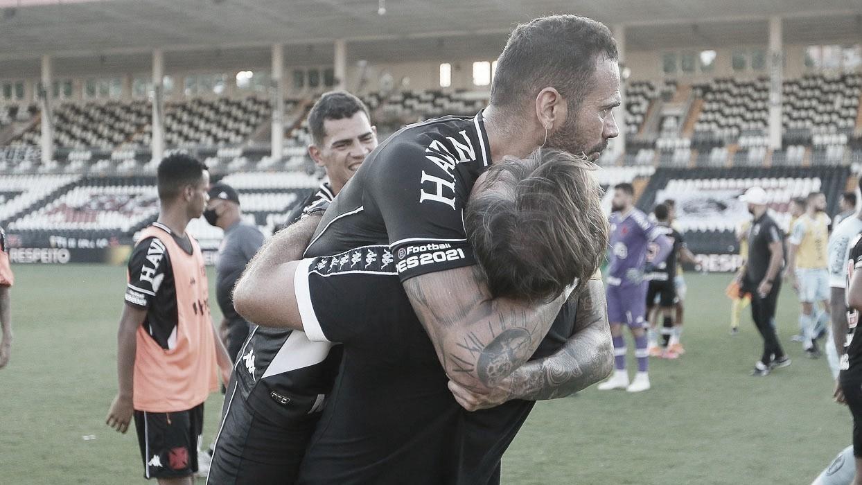"""Sá Pinto vibra e mantém cautela após vitória: """"Pequeno passo para o que queremos"""""""